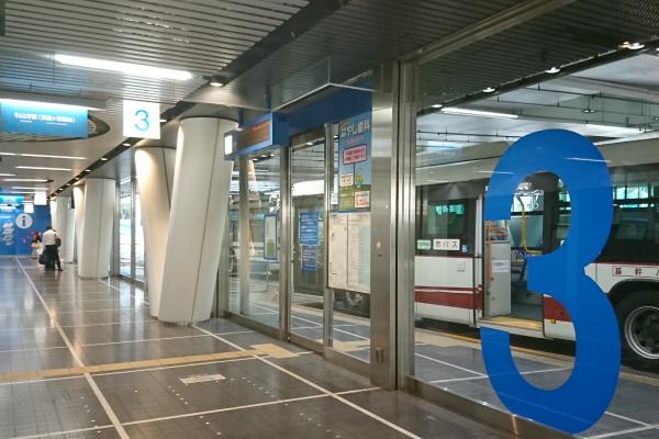 栄のバスターミナル3番乗り場