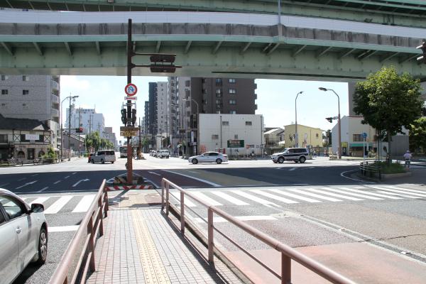 横断歩道を右の方