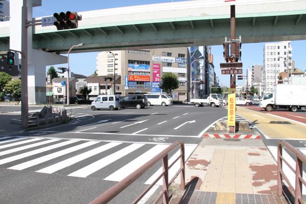 横断歩道を左の方