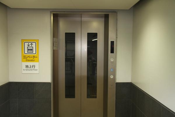 荷物が多い時はエレベーター